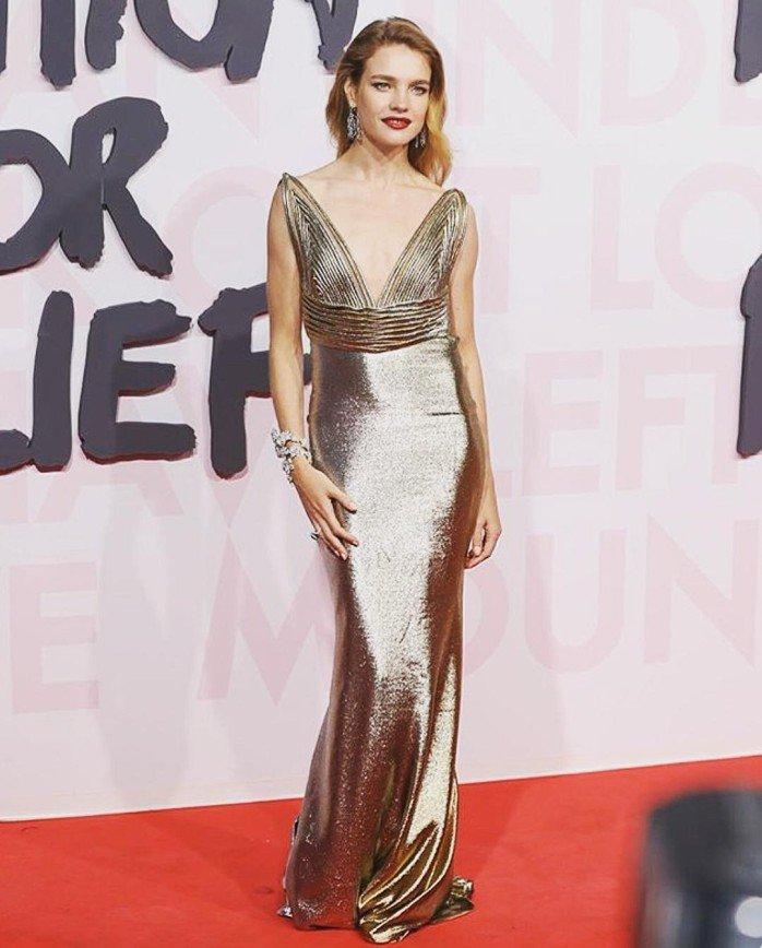 «Как конфетка»: золотое платье Натальи Водяновой произвело фурор