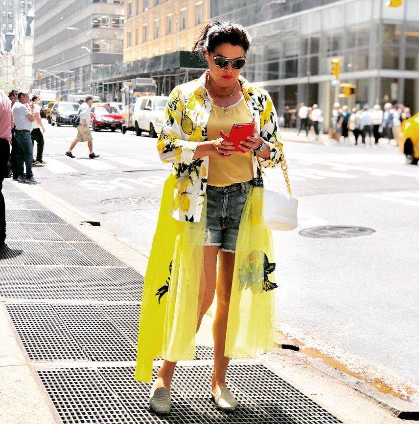 «Нью-Йорк у Ваших стройных ног!»: похудевшая Анна Нетребко показала фигуру в стильном наряде