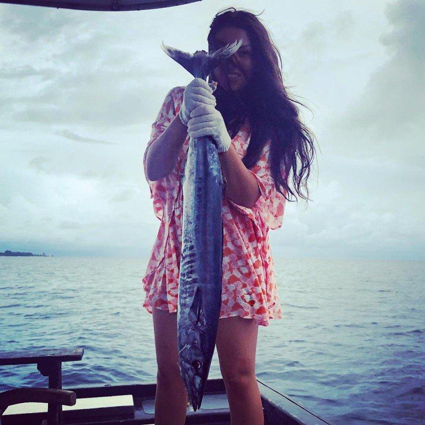 «Мужчины не комплексуют?»: Ирина Дубцова показала улов на экзотической рыбалке