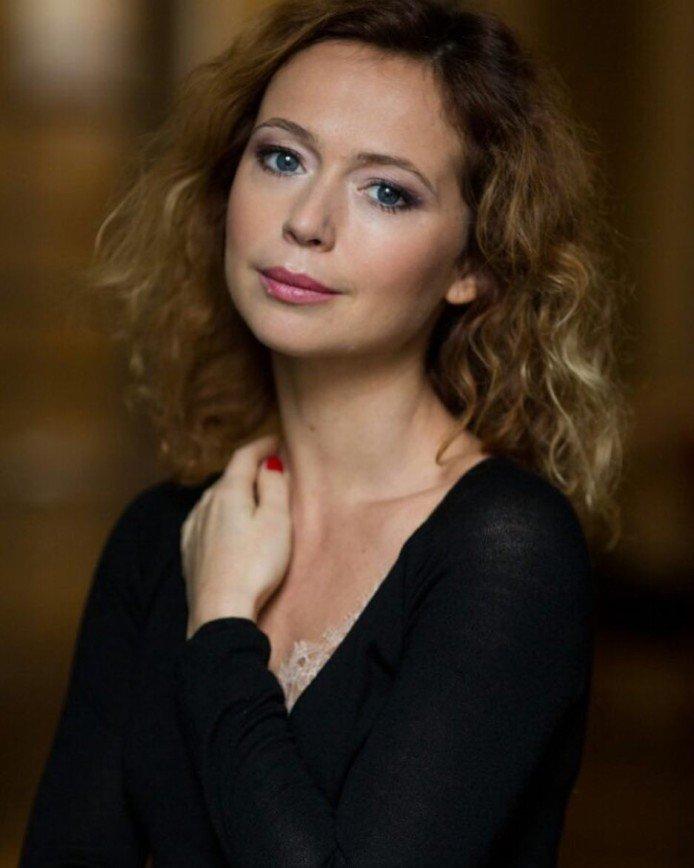 «Мне бы так выглядеть»: невыспавшаяся Елена Захарова показала себя без макияжа