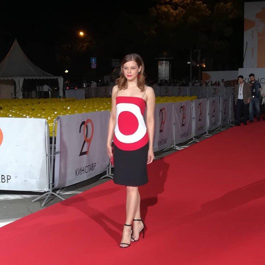«Хочется что-нибудь метнуть»: одежда Екатерины Шпицы превратила ее в ходячую мишень