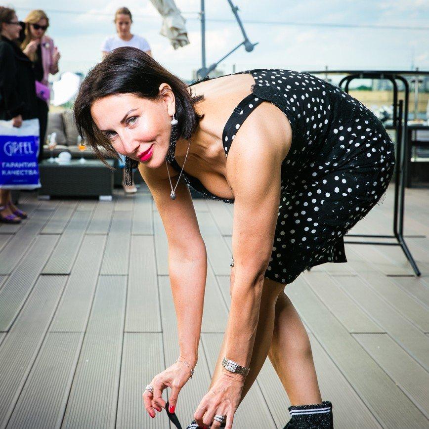«Точно поднимут пенсионный!»: 50-летняя Алика Смехова удивила акробатическим трюком