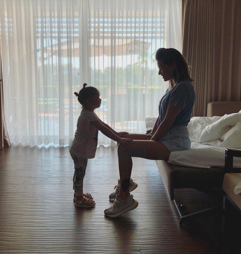 «Все отцы одинаковые»: Курбан Омаров вспылил от шутливого разговора о женихах дочери