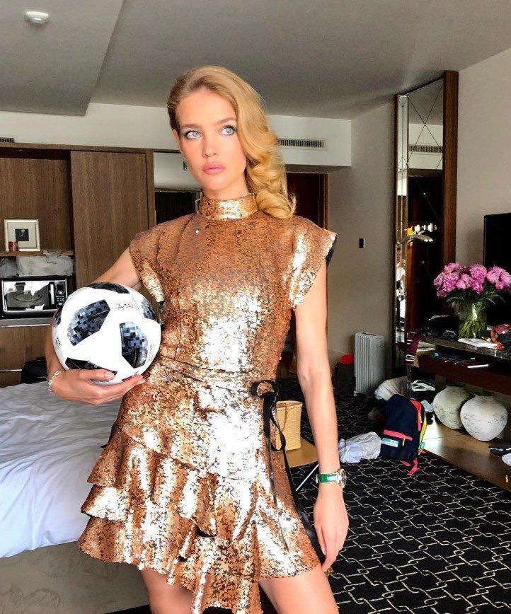 «Человек слова и дела»: Наталья Водянова станцевала «Калинку-Малинку»
