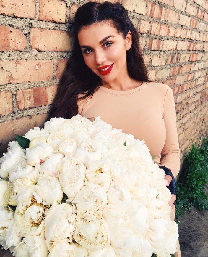 «Просто какая-то свалка»: ухажер Анны Седоковой не знает меры в цветах