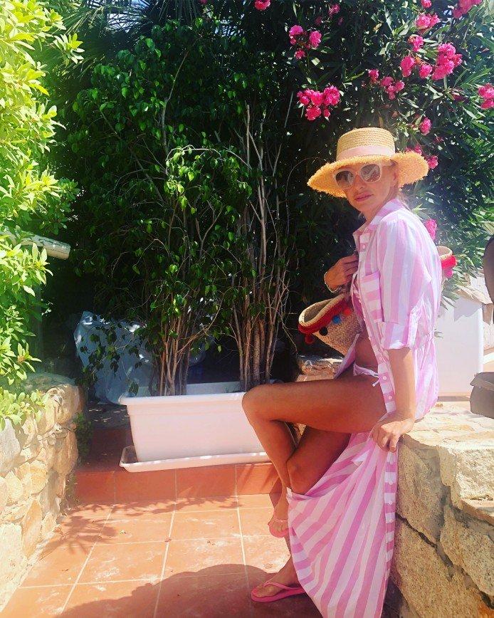 «Да вы беременны!»: Татьяна Навка в бикини привлекла внимание к своему округлому животу