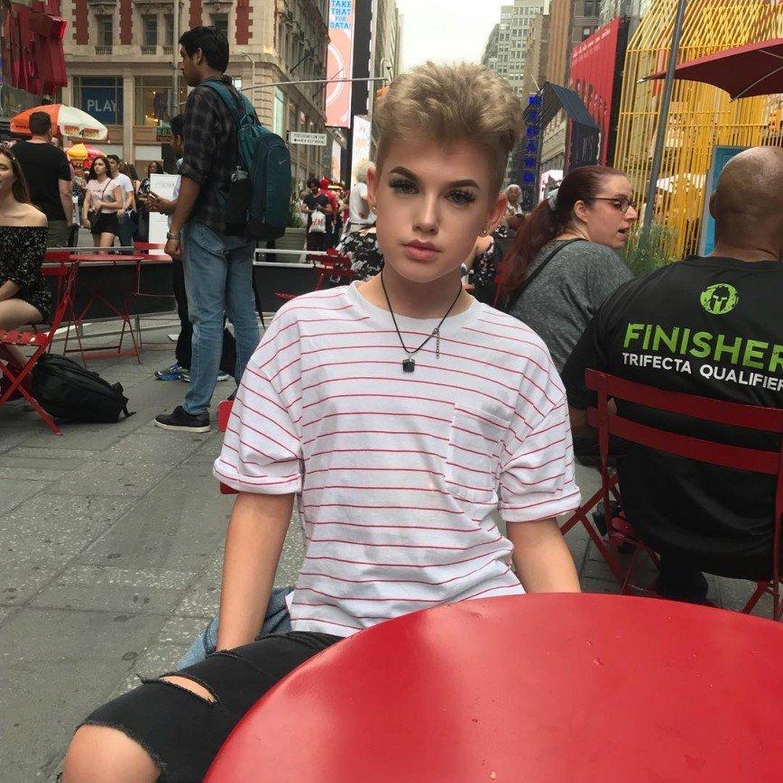 Бьюти-блогер – мужчина: парни, которые делают макияж круче девушек : Ну а 15-летний Джейми (@jjamiekyle) и вовсе соединил все лучшее в себе. Парень удивляет свежими вариантами мейк-апа и открыто встречается