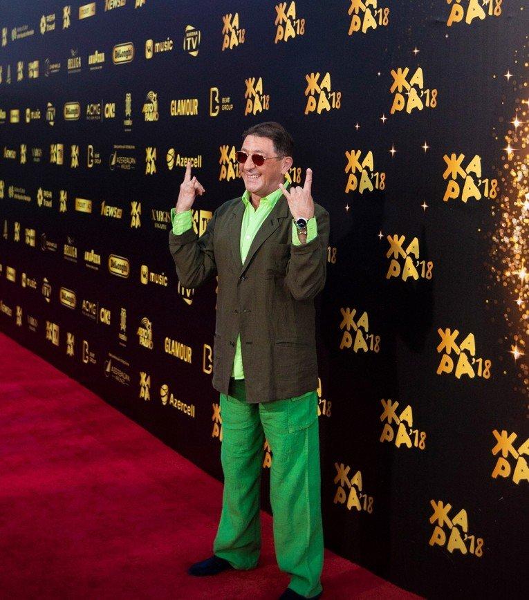 «Все оттенки зеленого»: из-за яркого наряда Григория Лепса сравнили с крокодилом Геной