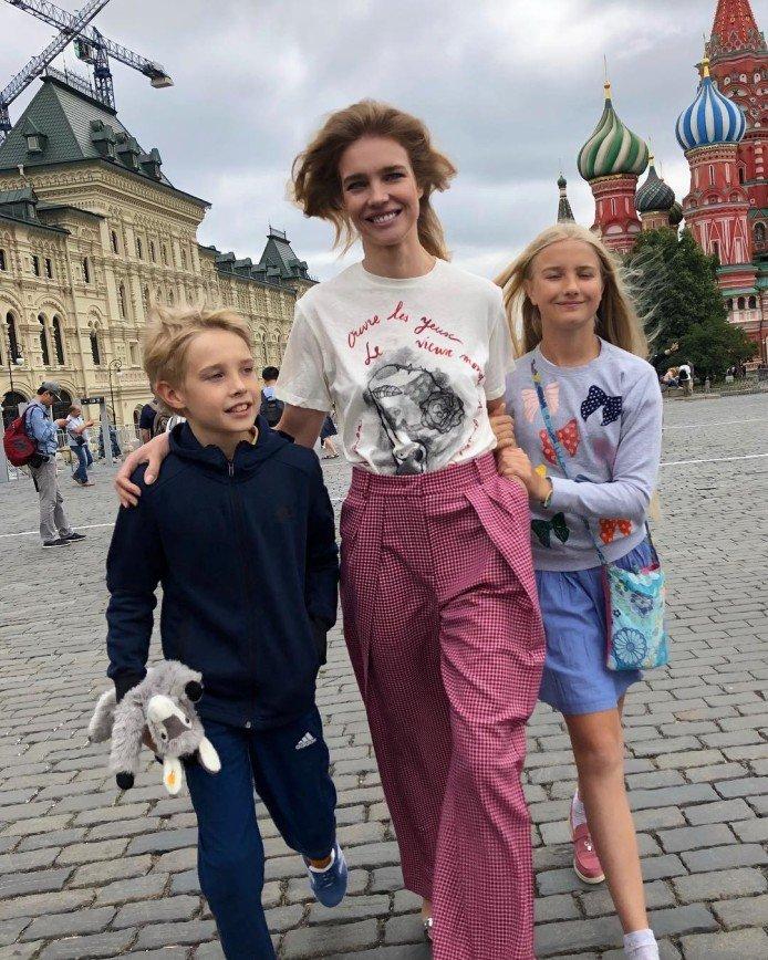 «По следам Волочковой»: Наталья Водянова расстроила макияжем в бане