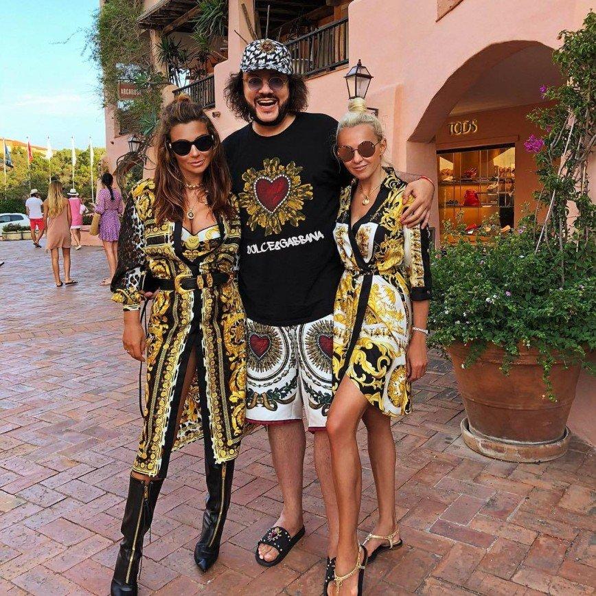 Шик и блеск: Киркоров и Рудковская прибыли на курорт в сияющих нарядах