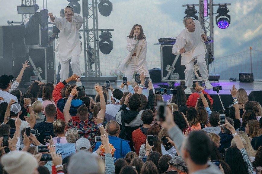 Слух Елены Темниковой пострадал после концерта в горах