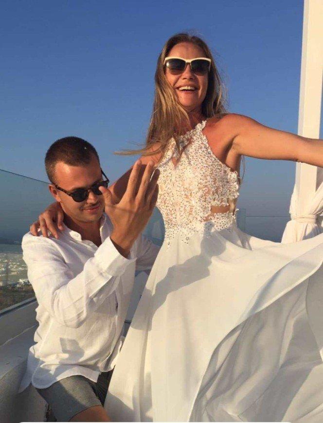 Марию Миронову подозревают в тайной свадьбе на Санторини