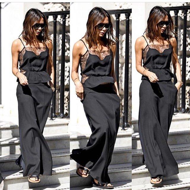 Виктория Бекхэм покорила модниц черным кружевным топом