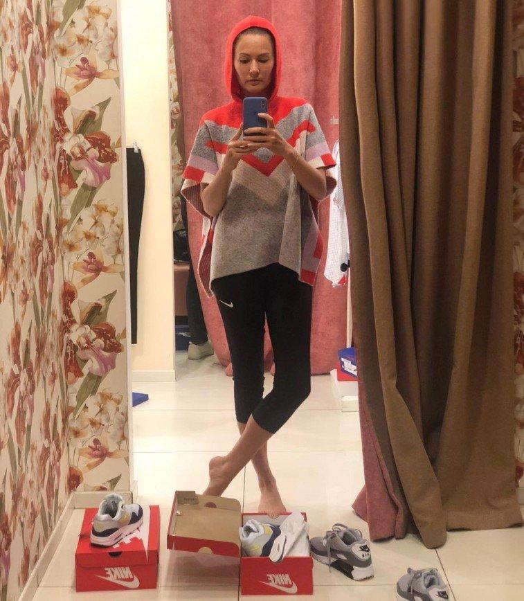 Похудевшая Мария Кожевникова подбирает гардероб в детском отделе
