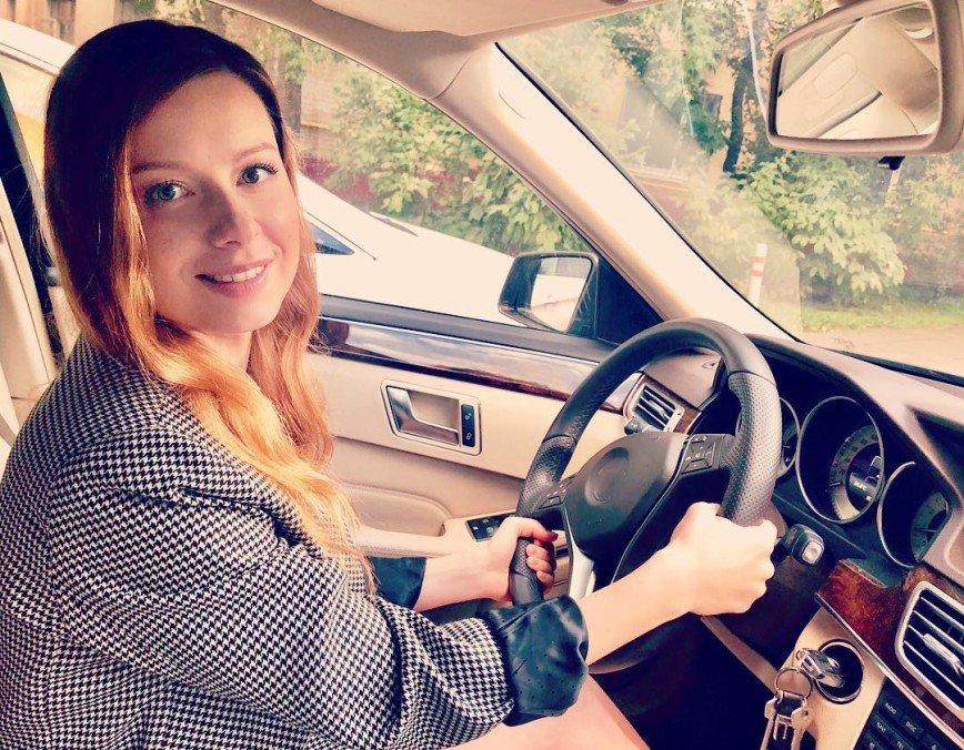 Юлия Савичева обратилась к девушкам: дорога и скорость – это не игрушки!