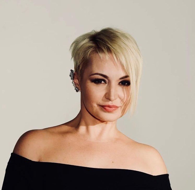 Встречают с душой: Катя Лель показала щедрые угощения в кремлёвской гримерке