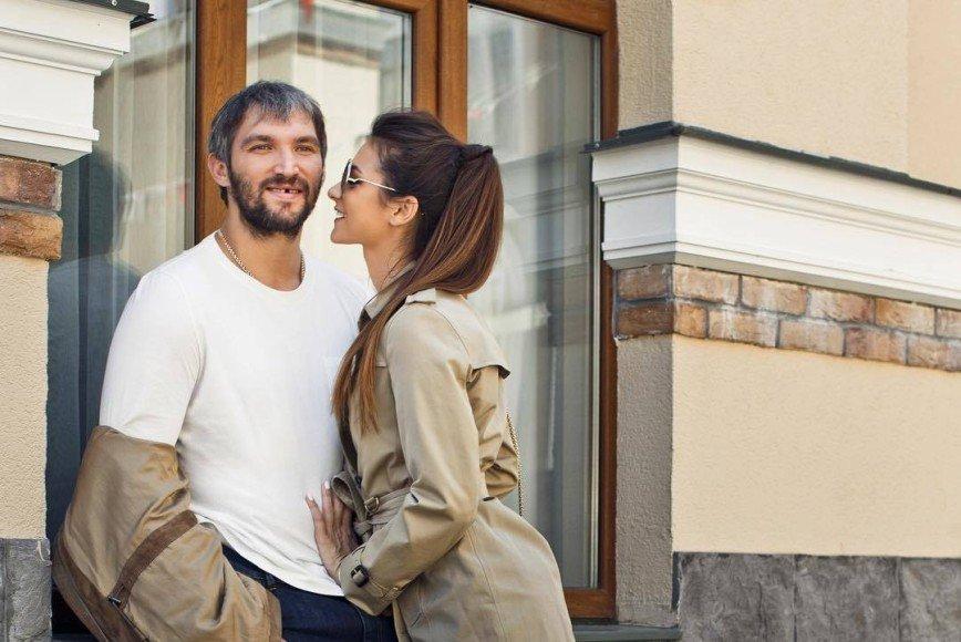 Три месяца после родов: супруга Александра Овечкина вновь обрела идеальную фигуру