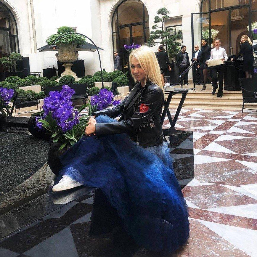 Раз в год можно: Яна Рудковская побаловала себя черной икрой на завтрак