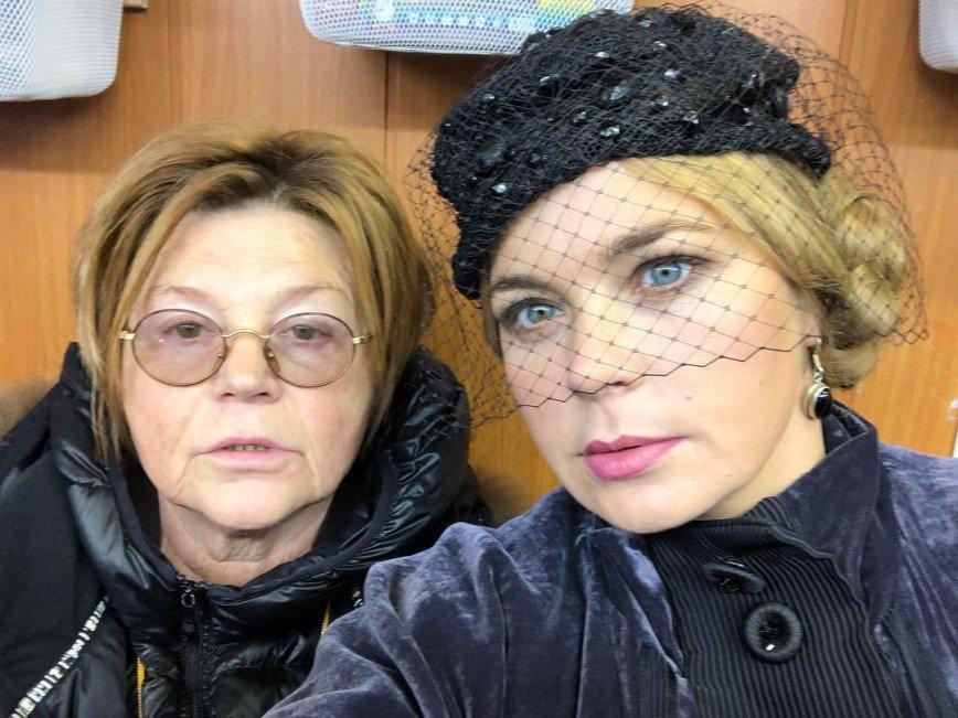 Красиво и загадочно: Ирина Пегова считает шляпки важной частью женского образа