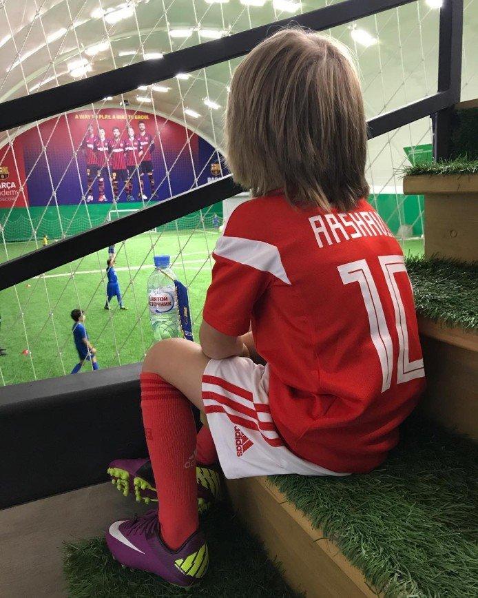 Cын Барановской и Аршавина стал воспитанником детского ФК «Барселона»
