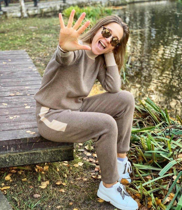 Юлия Ковальчук зажигательно сплясала в гостях у Аллы Довлатовой