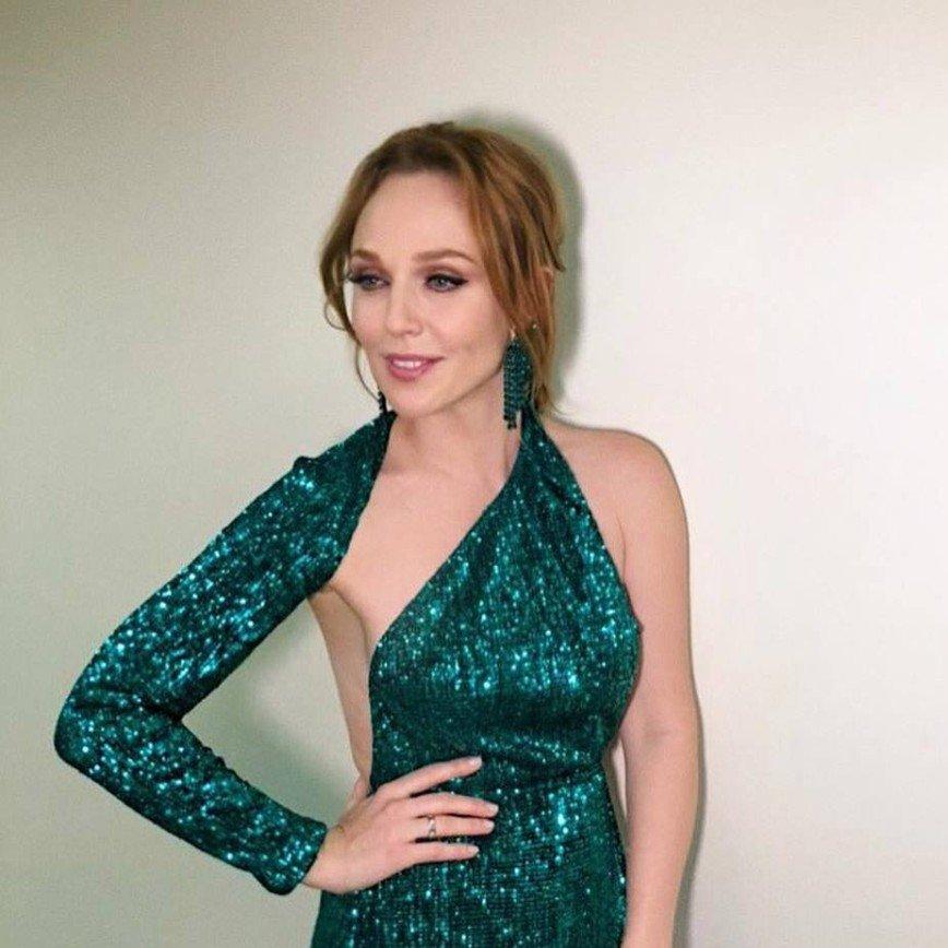 Альбина Джанабаева на новогоднем шоу появится в необычном изумрудном платье