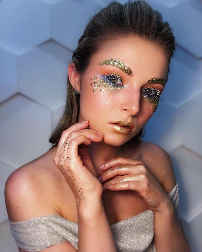 Звезда вечеринки: новогодний макияж, который превратит вас в королеву