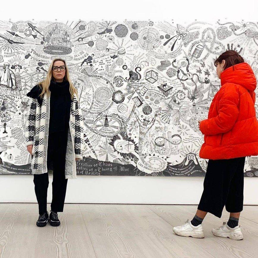 Ника Белоцерковская показала, как обыграть клетчатое пальто