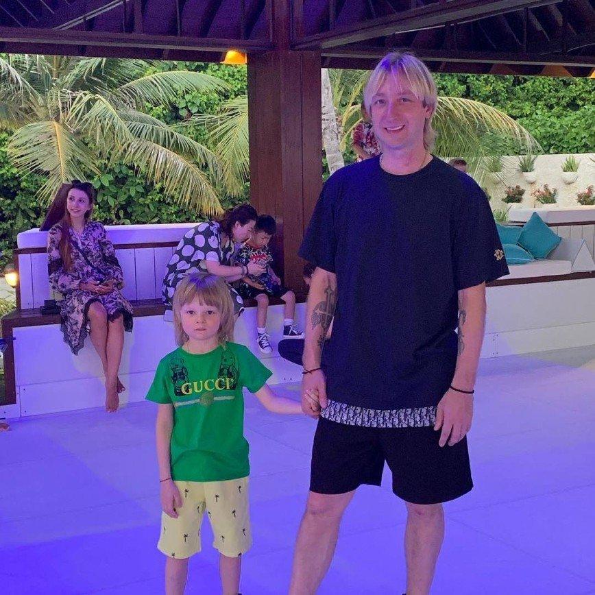 Евгений Плющенко встретил мурену на Мальдивах