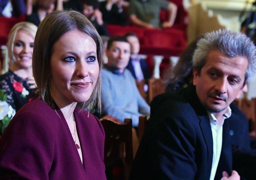 Случайные соседи? Ксения Собчак и Константин Богомолов посетили Большой театр