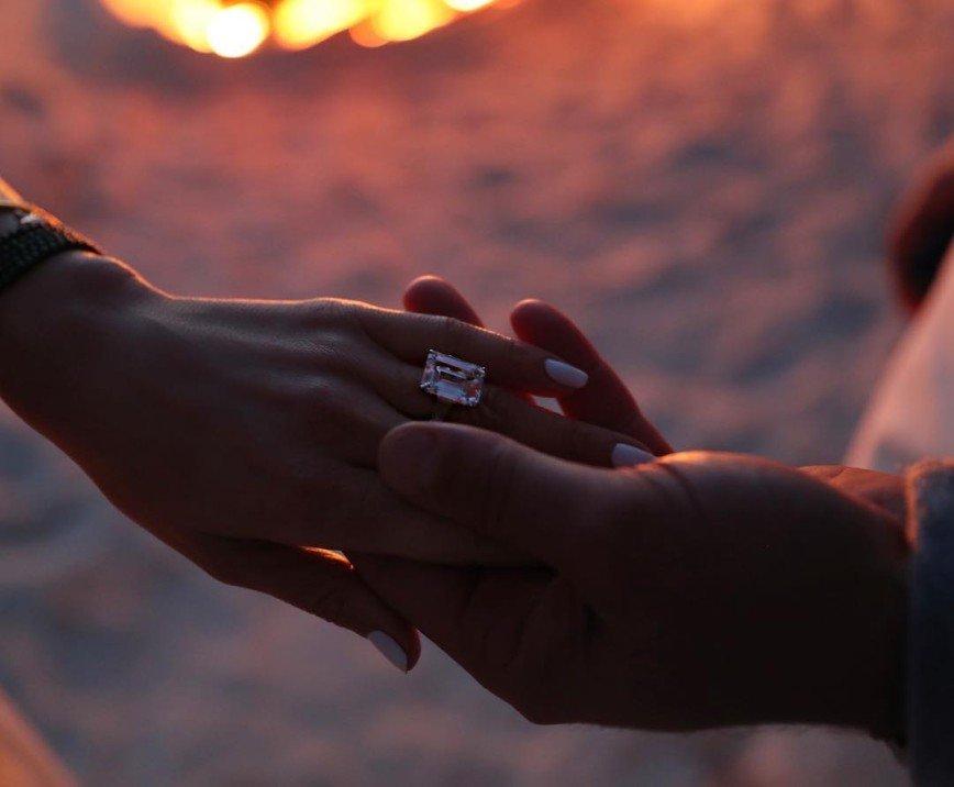 Кольцо с огромным бриллиантом: Дженнифер Лопес в четвертый раз сказала «да»