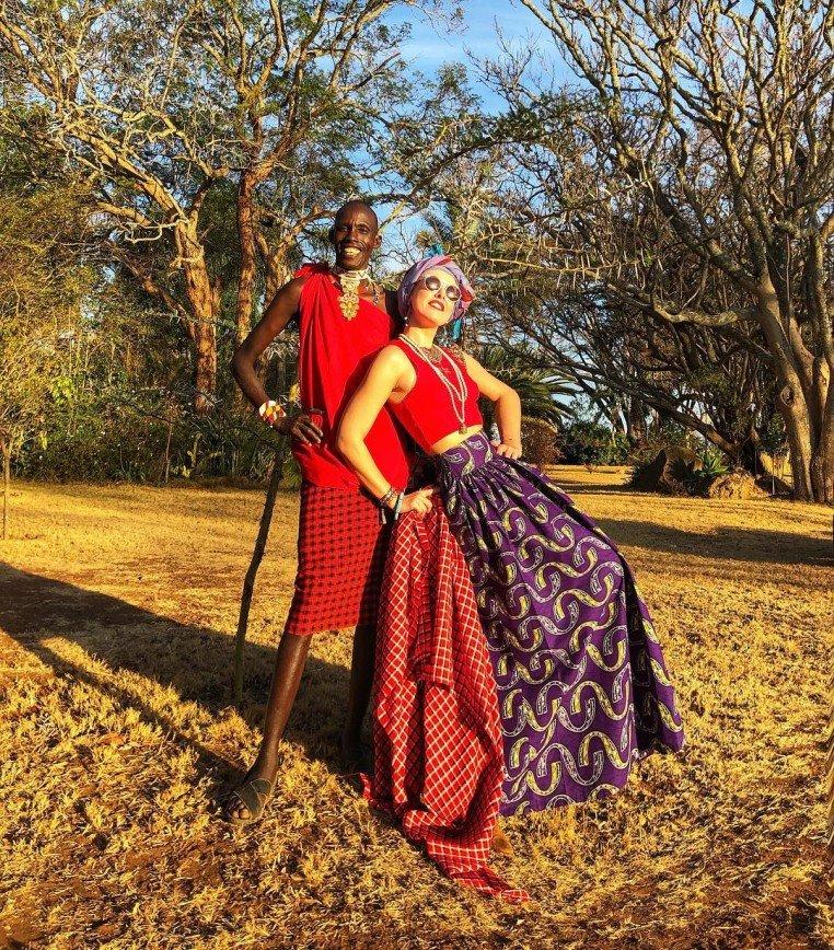 Кения и Ксения: Собчак примерила африканский национальный костюм