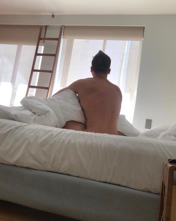 Тело мечты: Сергей Лазарев разделся на отдыхе в Афинах