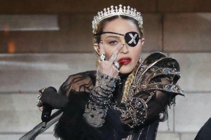 """Один глаз таинственной Мадам X: Мадонна незабываемо дебютировала на """"Евровидении"""""""