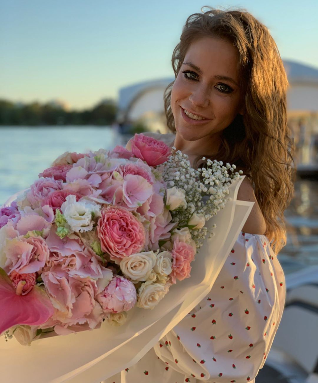 Юлия Барановская призналась, что задумывается о пластике груди