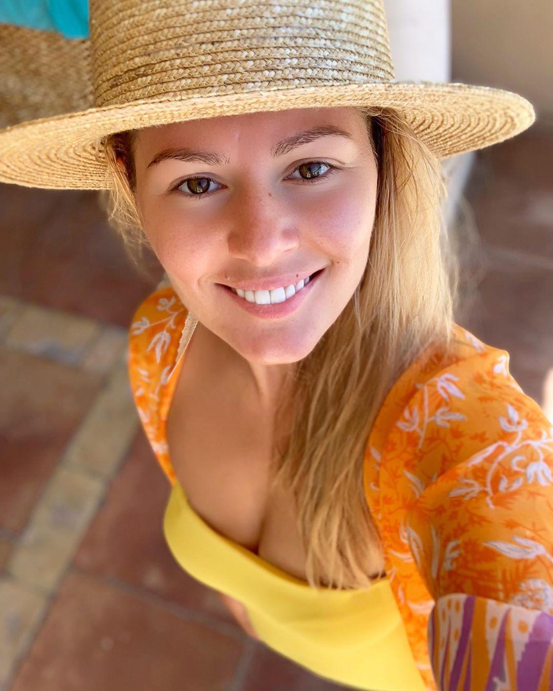 Я больше не могу вас обманывать: Мария Кожевникова показала, в каком виде ходит на пляж