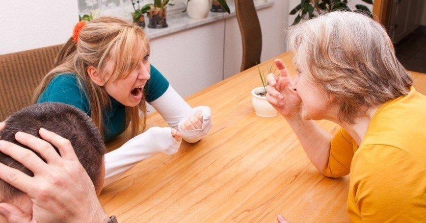 Три женские истории о тех, у кого «все сложно» с матерями