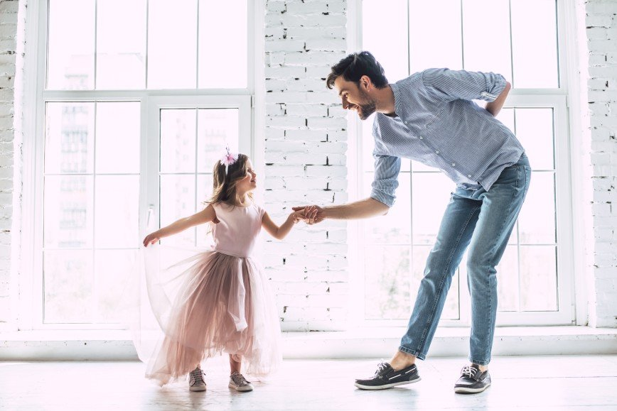 Одинокие родители: отец-герой против несчастной матери
