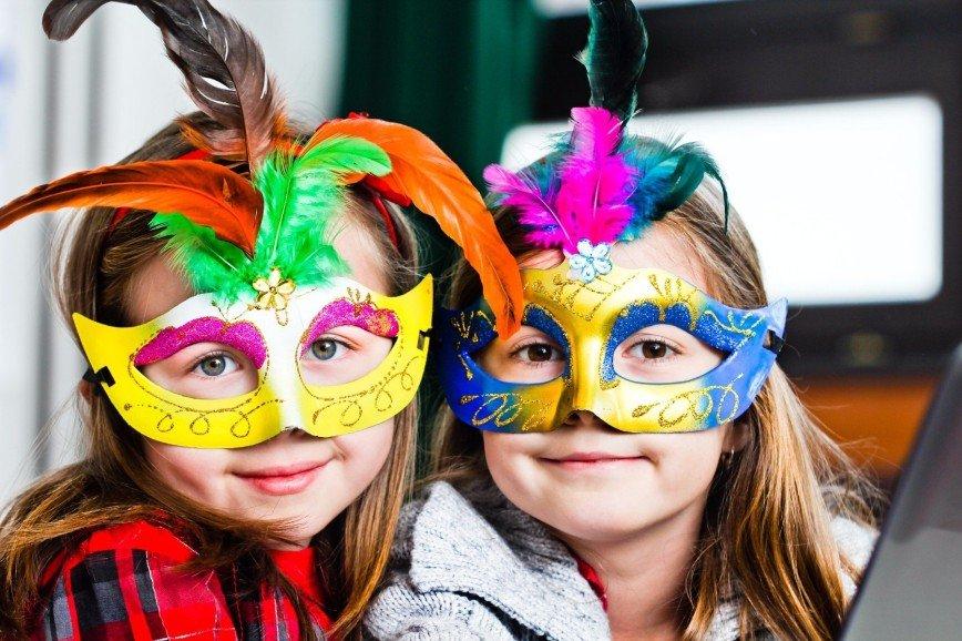 Сноубол и похититель подарков: новогодние игры и конкурсы для детей