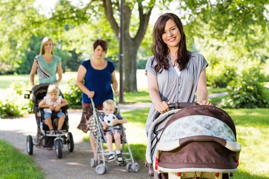 Типология мамочек: кого чаще всего можно встретить на детской площадке