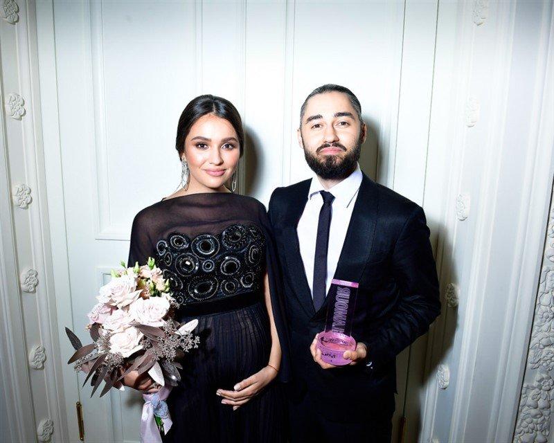 «Трио года!»: Мот и его беременная супруга стали парой года