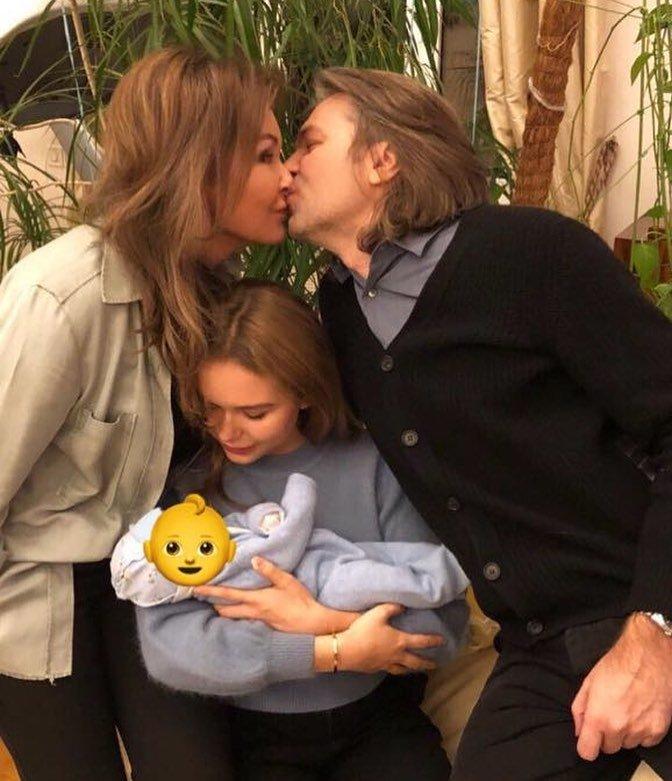 «Марк подрос»: Стеша Маликова нянчится с младшим братом