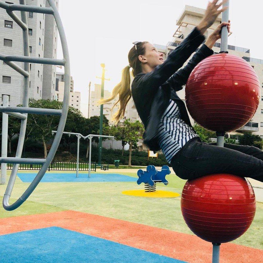 «Будто и не было живота»: Светлана Иванова показала фигуру после вторых родов
