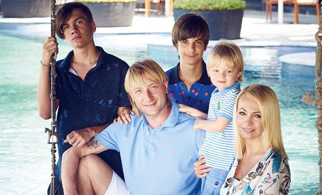 «Какой красивый парень»: в Сети обсудили внешность приемного сына Яны Рудковской