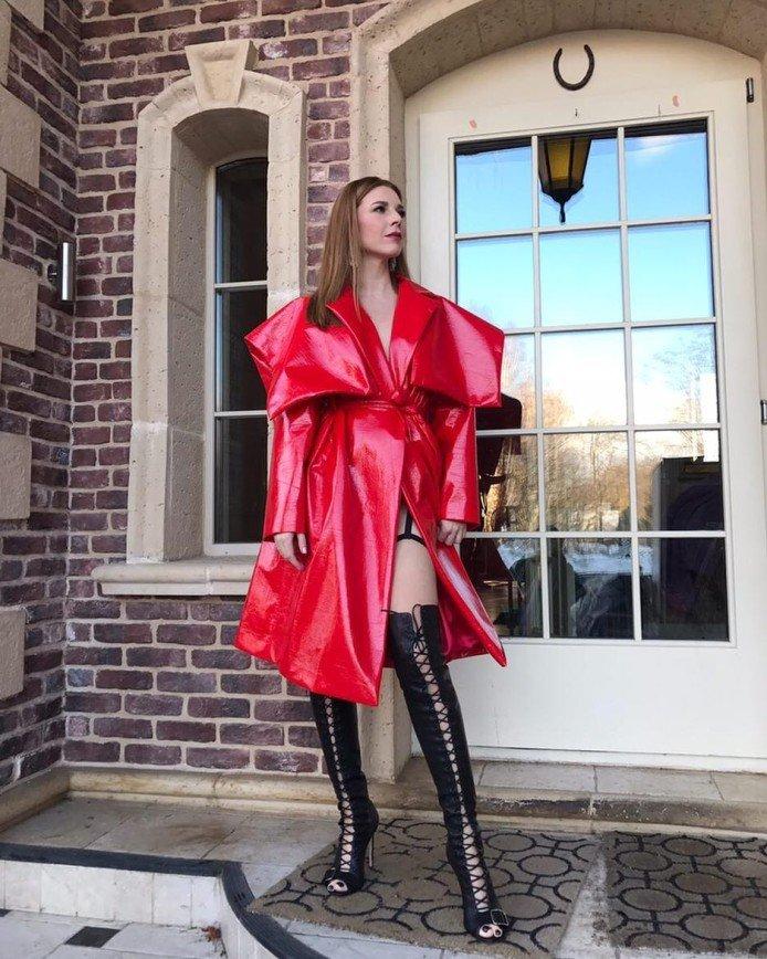 Наталья Подольская удивила публику эпатажным нарядом