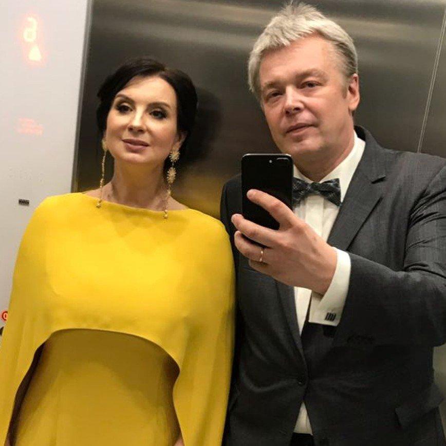 «Платье съело ноги и фигуру»: в Сети не оценили наряд Екатерины Стриженовой