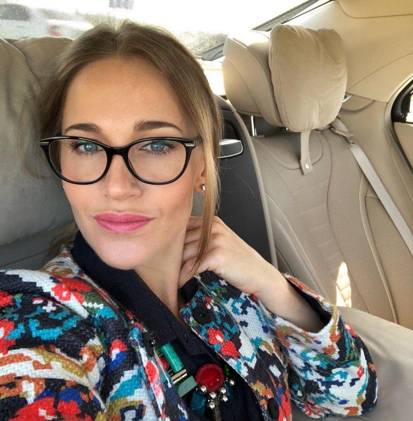 «Вам приседать надо»: в Сети обсудили фигуру Юлии Ковальчук в бикини