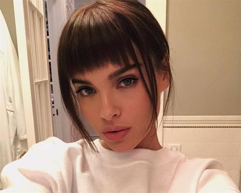 «Вам же не 15»: Елена Темникова удивила поклонников сережкой в губе