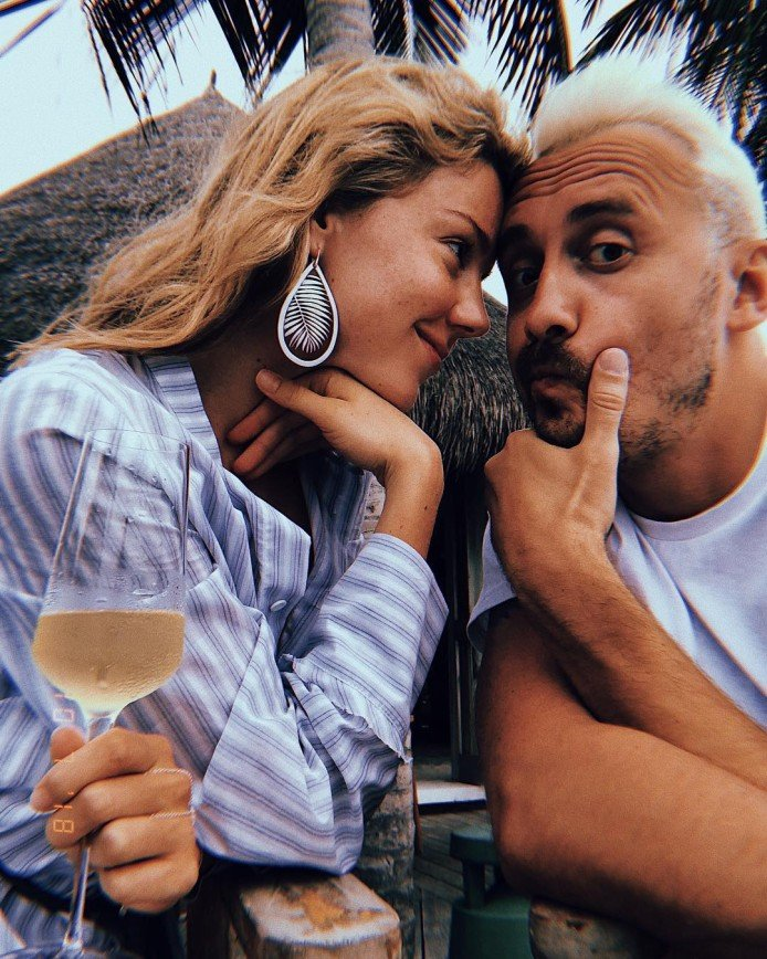 «Как-то он староват»: Юлианна Караулова показала редкое фото с женихом