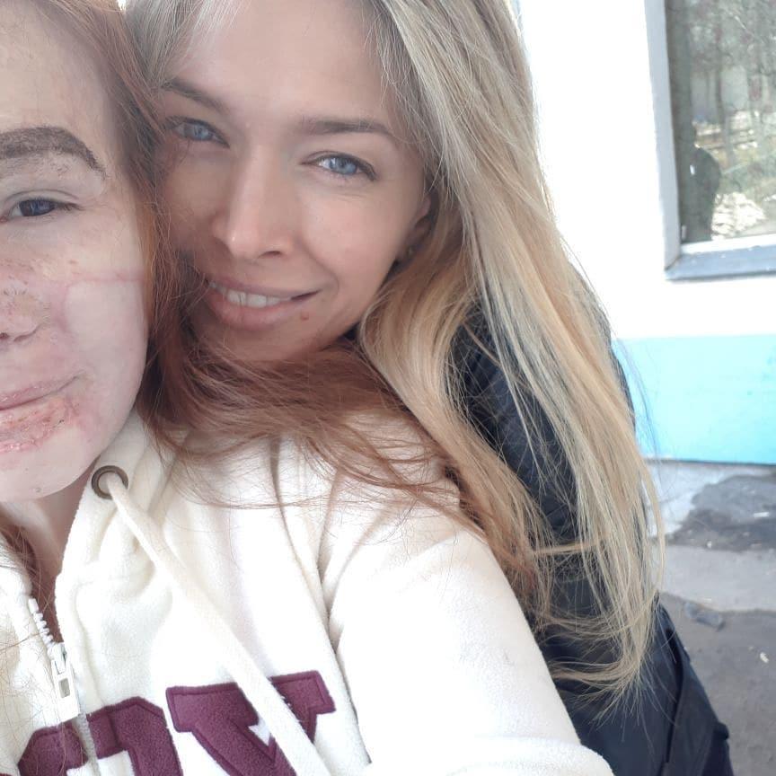 «Сюрприз удался»: Вера Брежнева поддержала в больнице девочку после сильного ожога